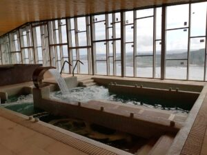 parador-muxia-dentro-piscina