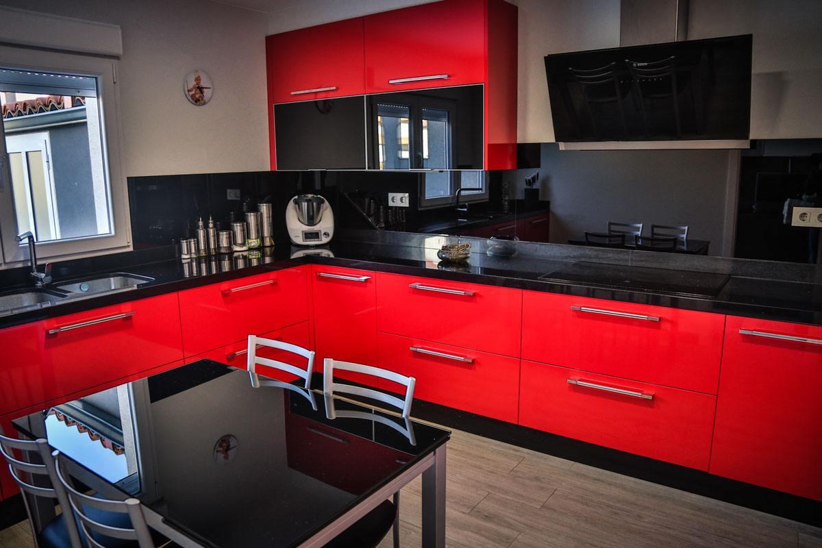 montaje-cocina-moderna-roja-camarinas-00001