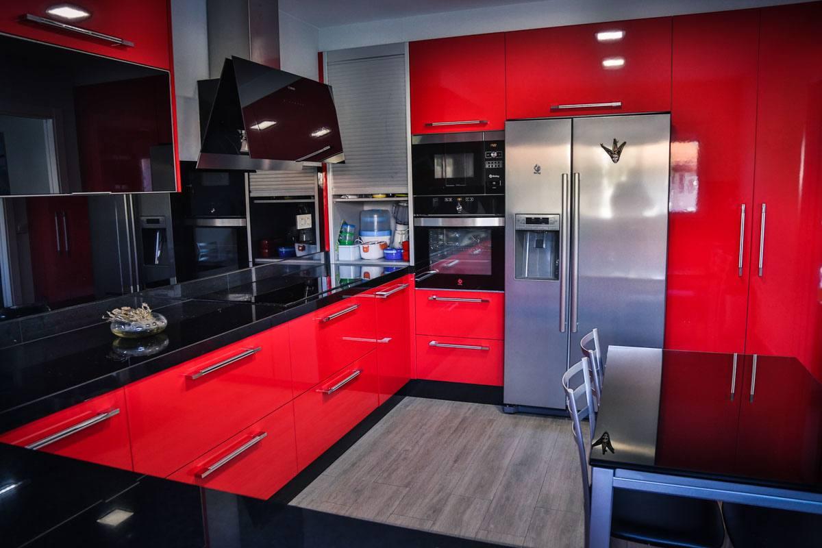 montaje-cocina-moderna-roja-camarinas-00007